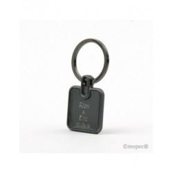 Llavero metal cuadrado en negro 3,5x7cm.